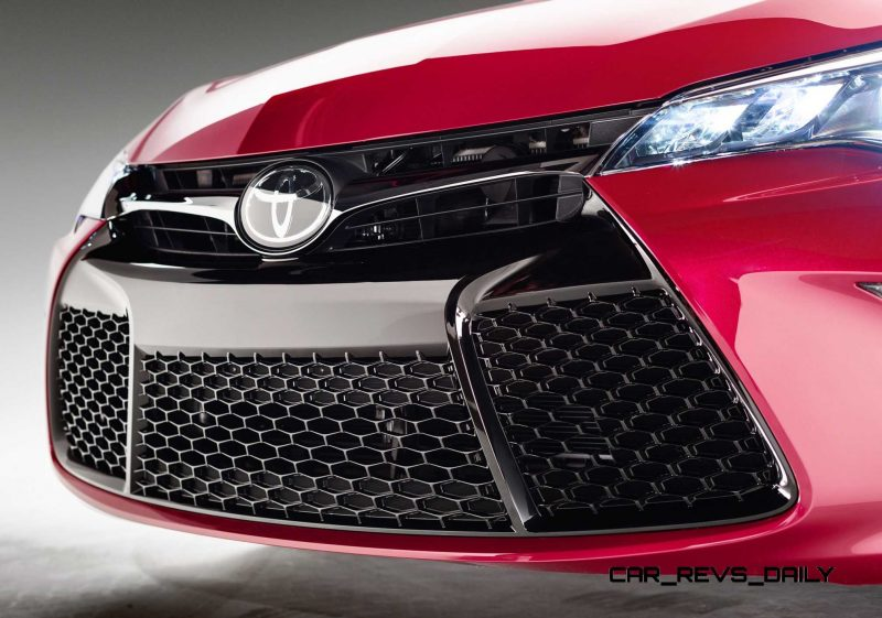 HD Road Test Review - 2015 Toyota Camry XSE 20