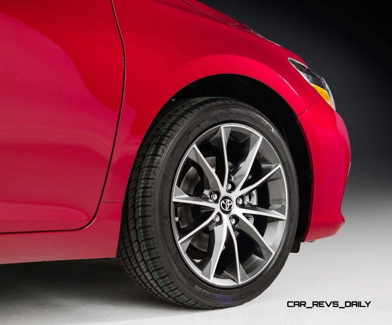 HD Road Test Review - 2015 Toyota Camry XSE 22