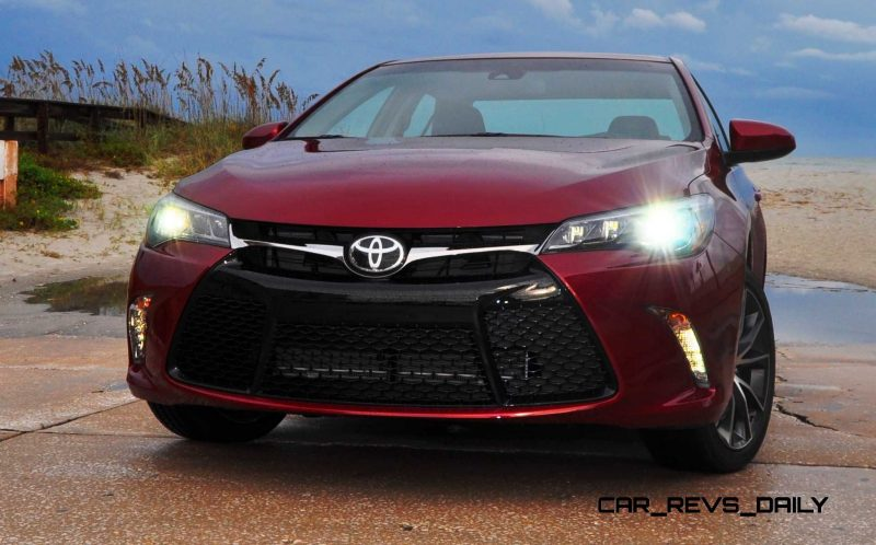 HD Road Test Review - 2015 Toyota Camry XSE 32