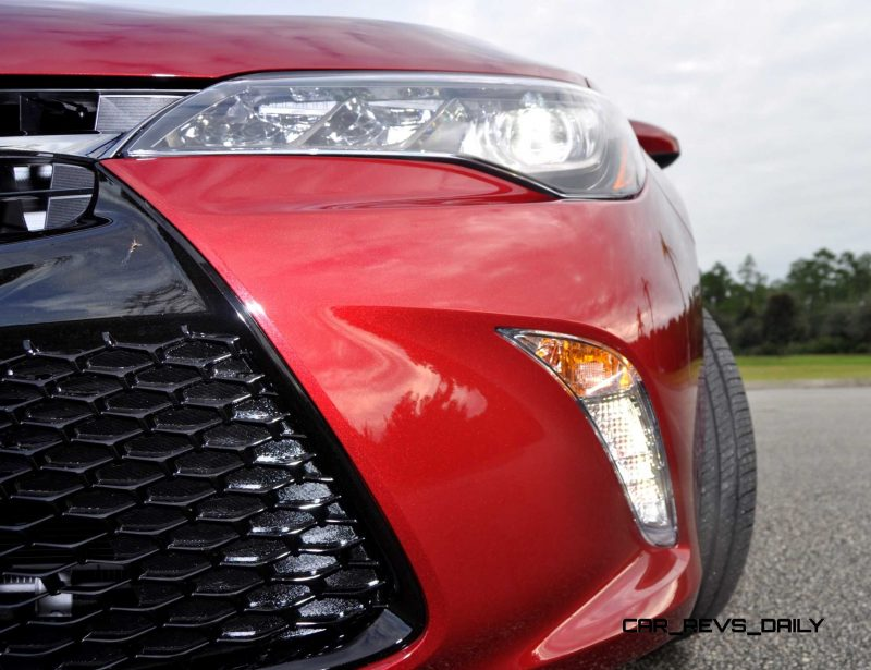 HD Road Test Review - 2015 Toyota Camry XSE 78