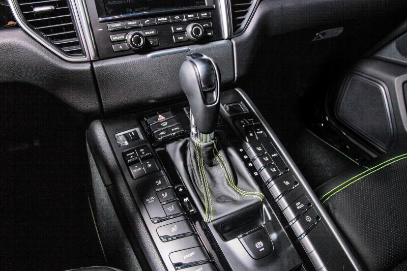 TECHART_for_Porsche_Macan_centre_console