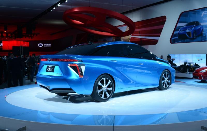 Toyota FCV CONCEPT 12