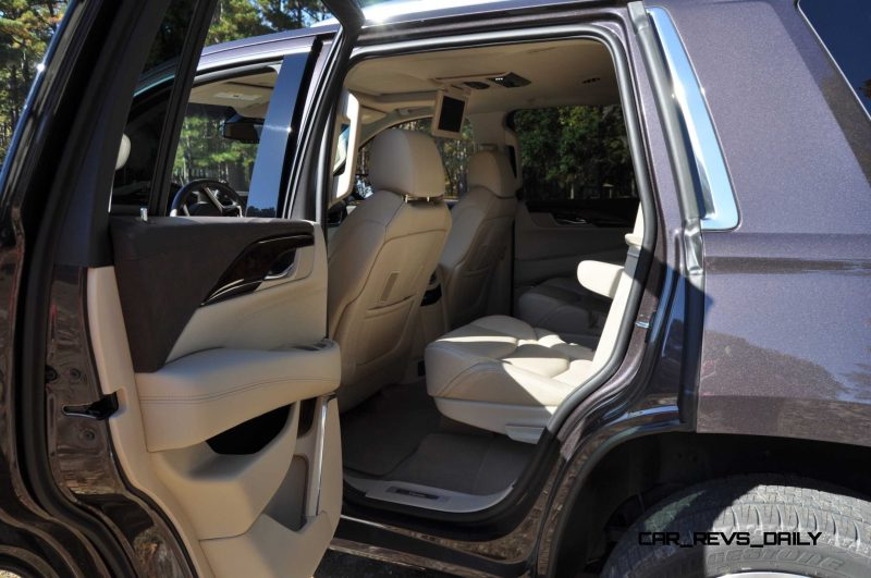 2015 Cadillac Escalade Luxury AWD 34