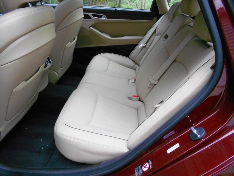 2015 Hyundai Genesis 5.0 Review 12