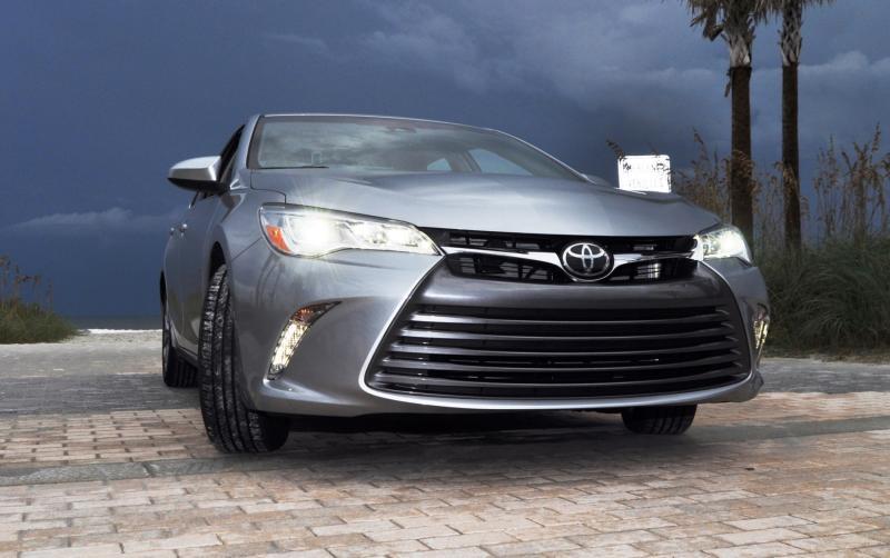 2015 Toyota Camry XLE V6 36