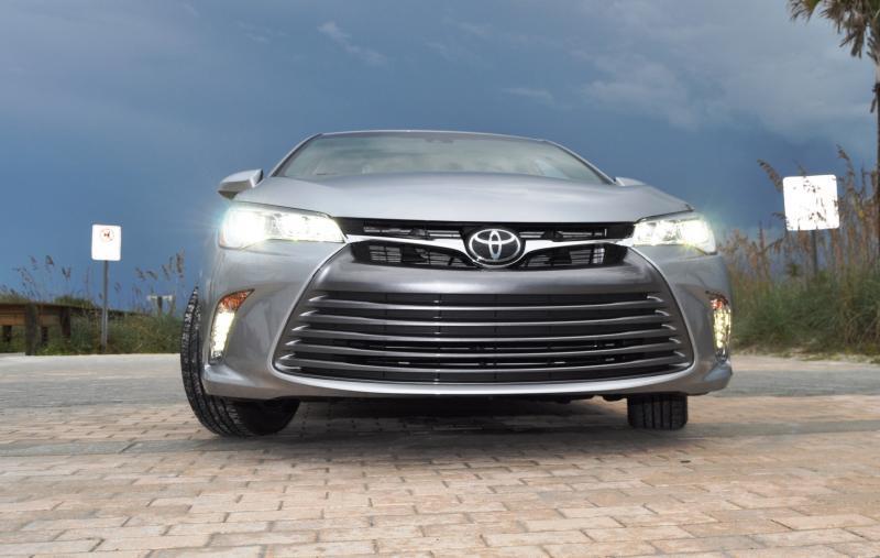 2015 Toyota Camry XLE V6 37