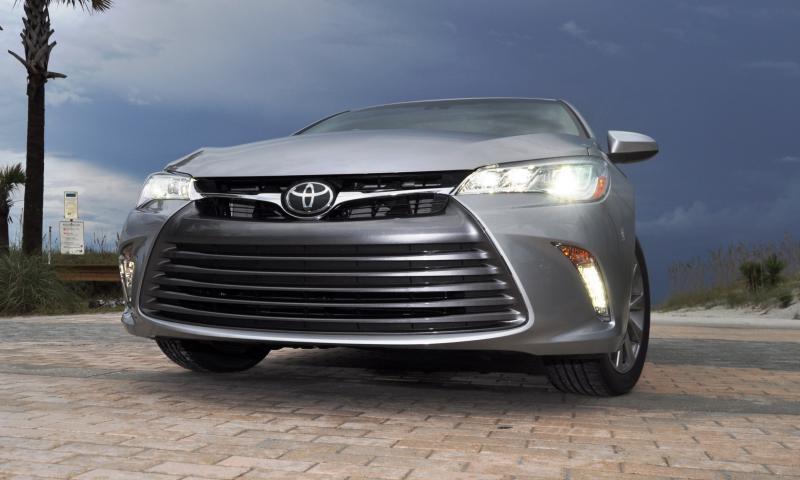 2015 Toyota Camry XLE V6 38