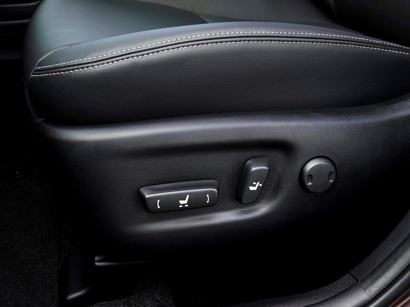 2015 Toyota Prius V 13