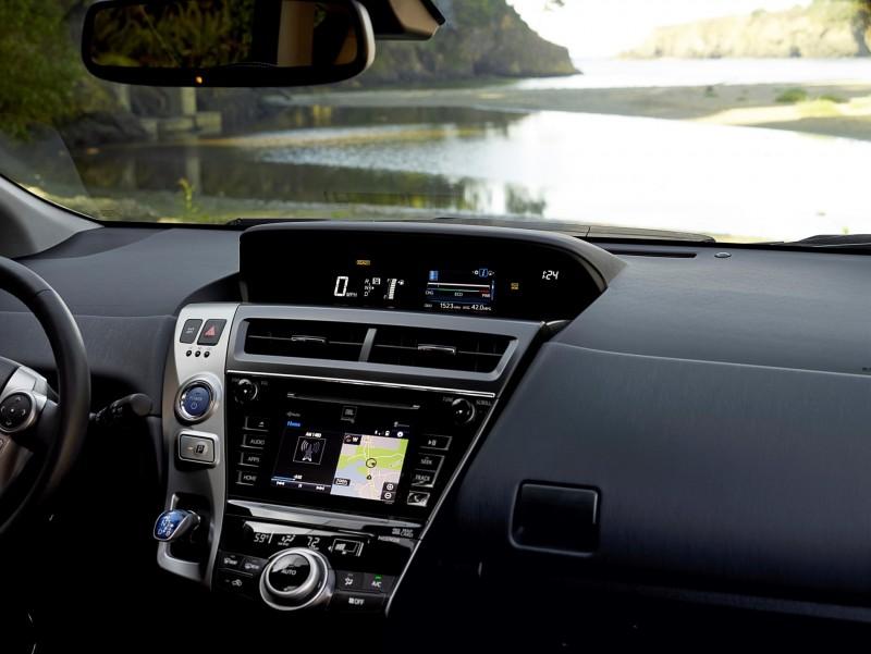 2015 Toyota Prius V 7
