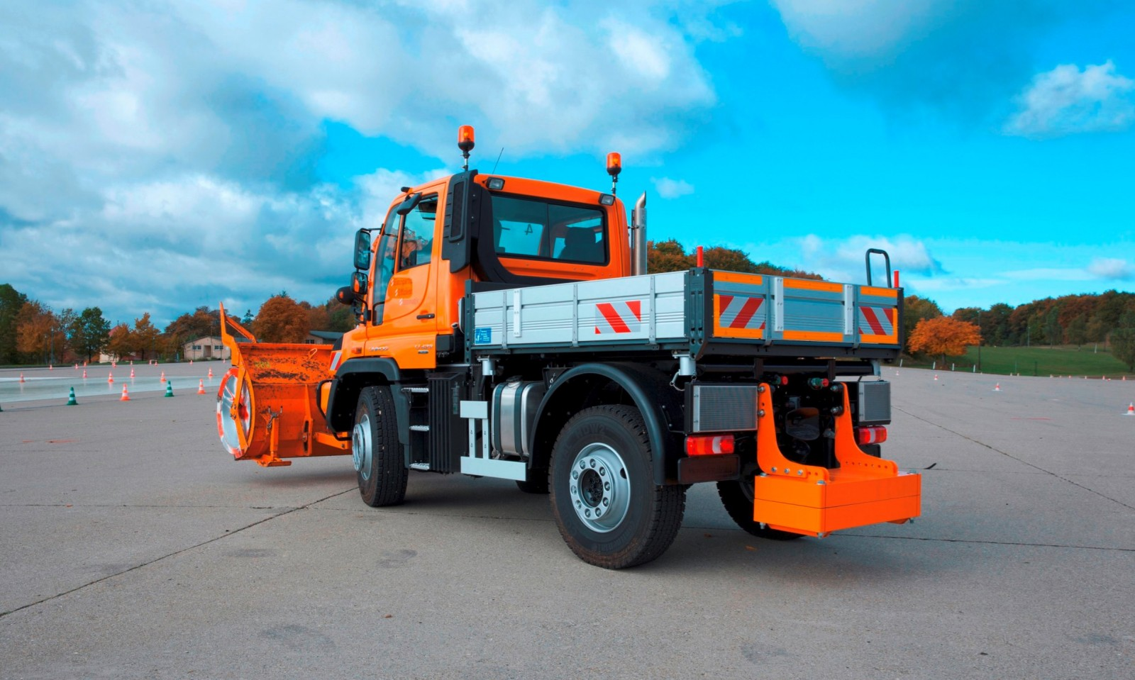 2015 Unimog U218 and U423 Upfit Showcase 19