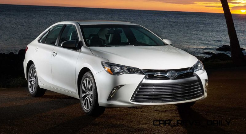 2015_Toyota_Camry_XLE_001