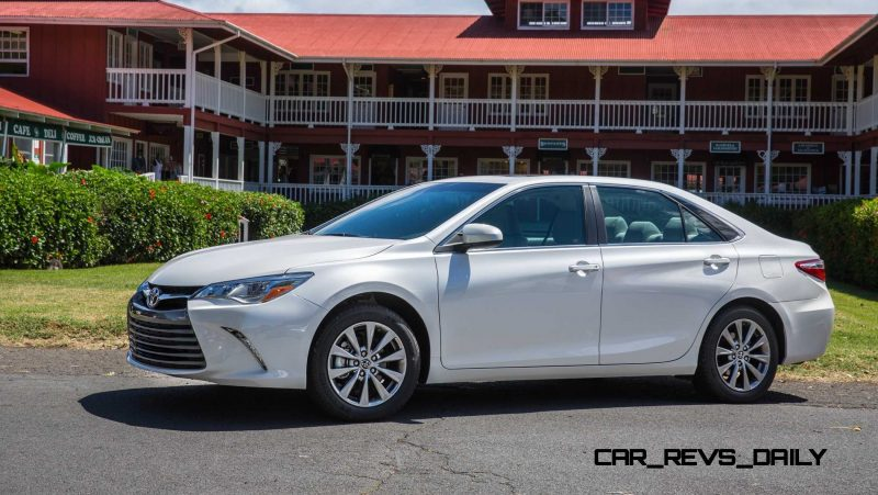 2015_Toyota_Camry_XLE_004