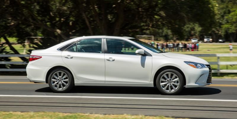 2015_Toyota_Camry_XLE_006