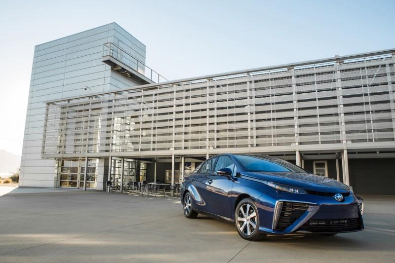 2016 Toyota Mirai 12