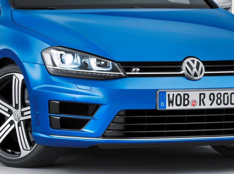 2016 Volkswagen Golf R Sportwagen 22
