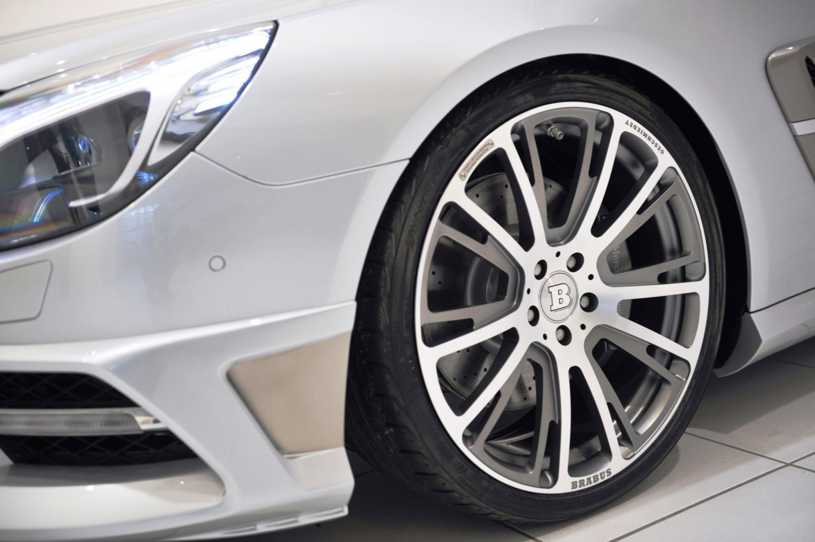 BRABUS Mercedes-Benz SL550 R231 59