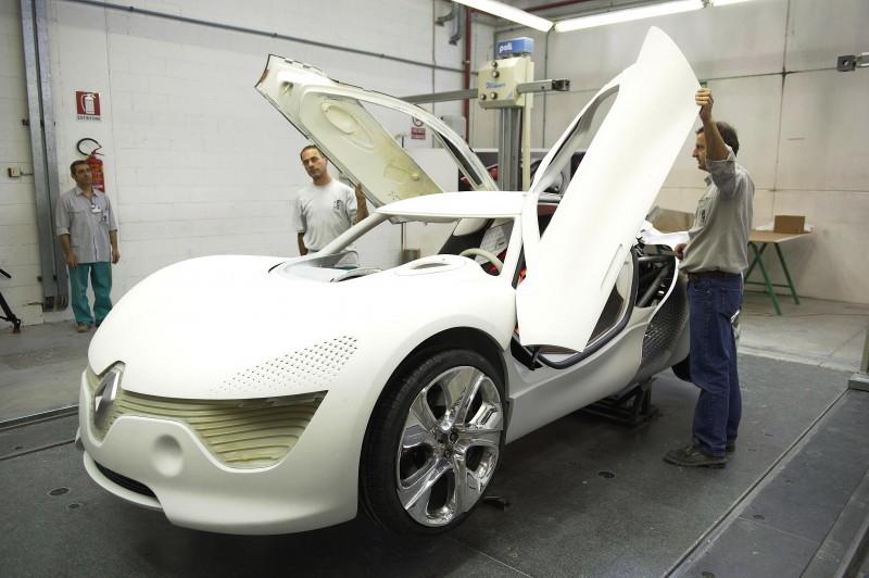 Concept Flashback - 2010 Renault DeZir 36