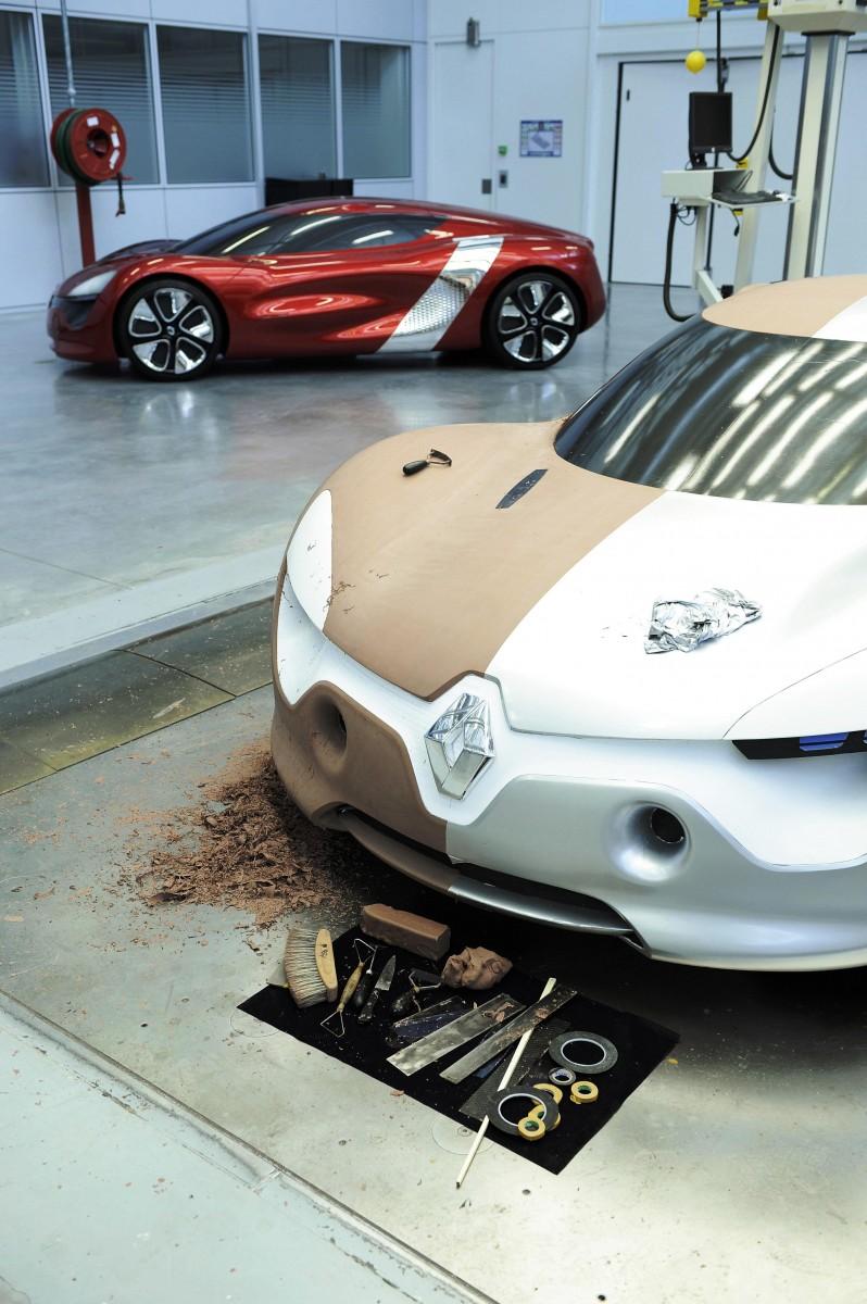 Concept Flashback - 2010 Renault DeZir 47