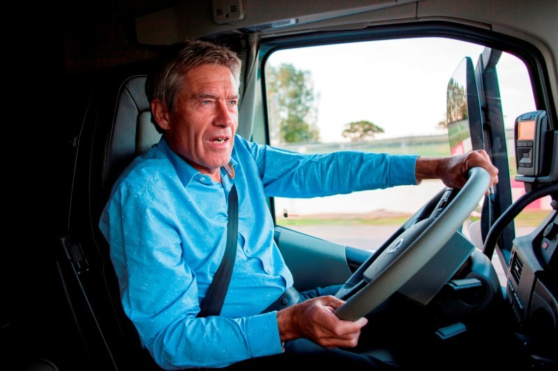 Fifth Gear's Tiff Needell Presents - Volvo FH Truck vs Koenigsegg One1 13