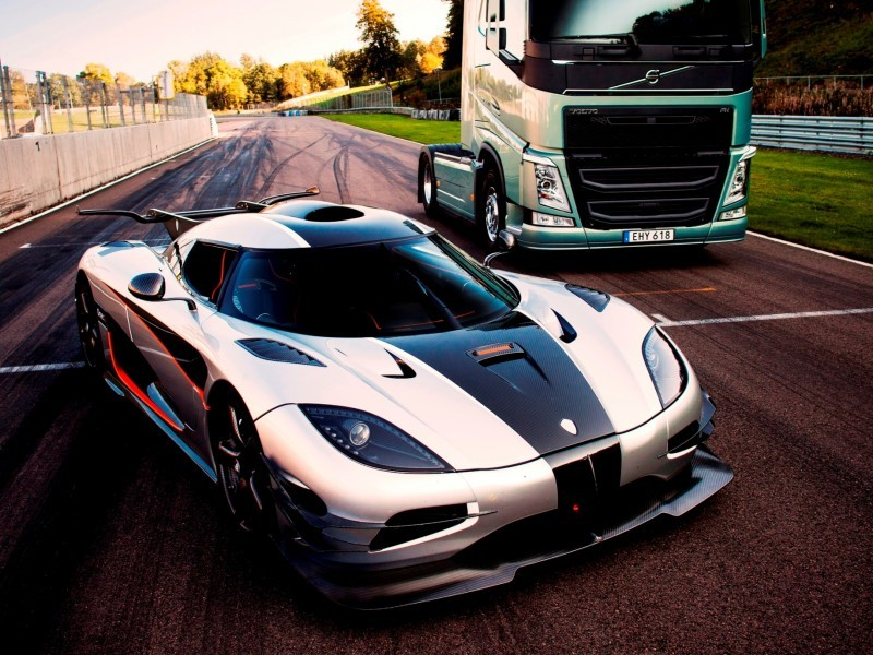 Fifth Gear's Tiff Needell Presents - Volvo FH Truck vs Koenigsegg One1 20
