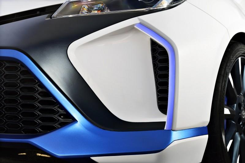 2013 Toyota Yaris Hybrid R 17