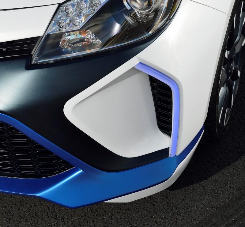 2013 Toyota Yaris Hybrid R 18