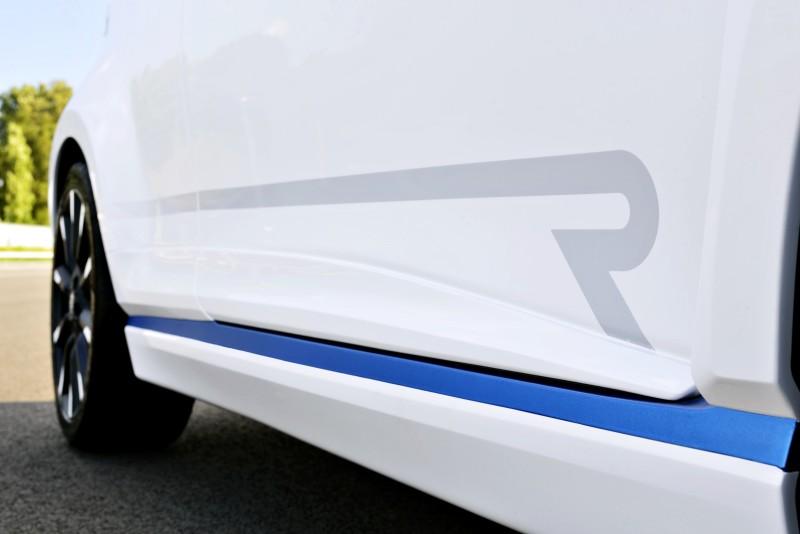 2013 Toyota Yaris Hybrid R 19
