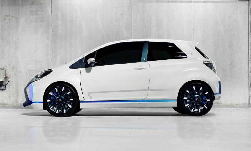 2013 Toyota Yaris Hybrid R 30