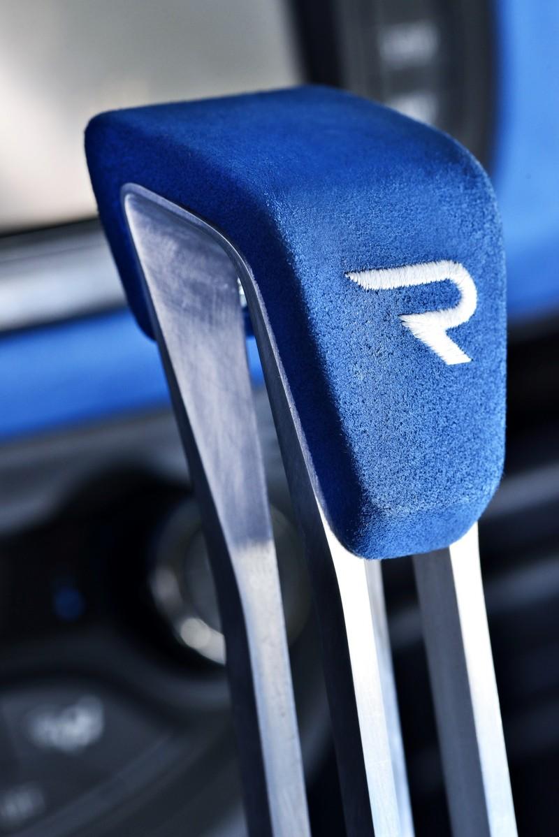 2013 Toyota Yaris Hybrid R 4
