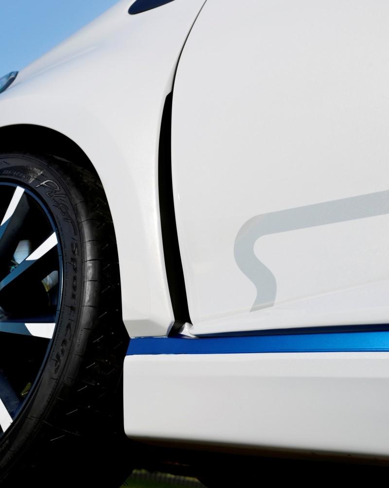 2013 Toyota Yaris Hybrid R 9