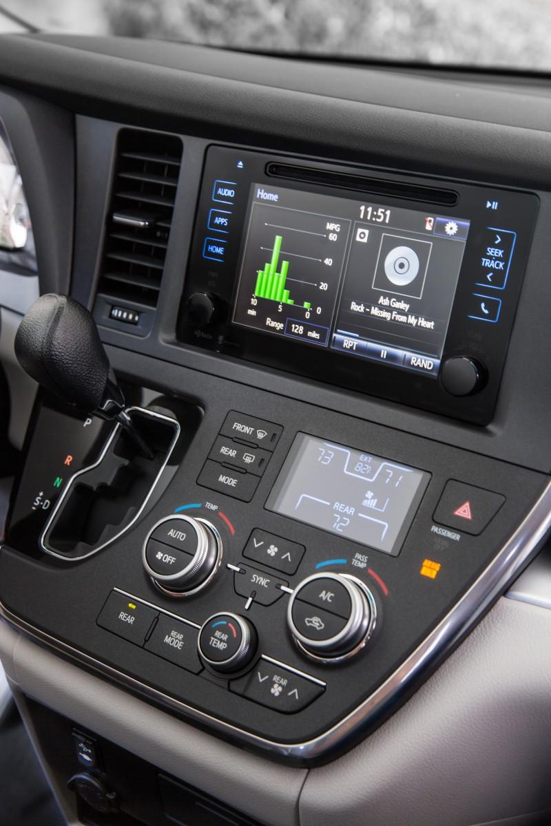2015 Toyota Sienna XLE 18