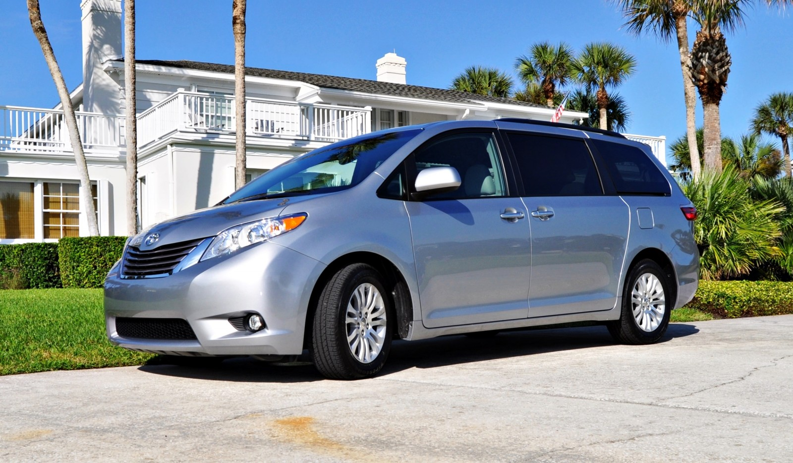 Honda odyssey vs toyota sienna carsdirect for Honda vs toyota reliability