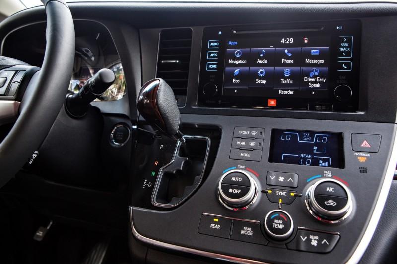2015 Toyota Sienna XLE 3