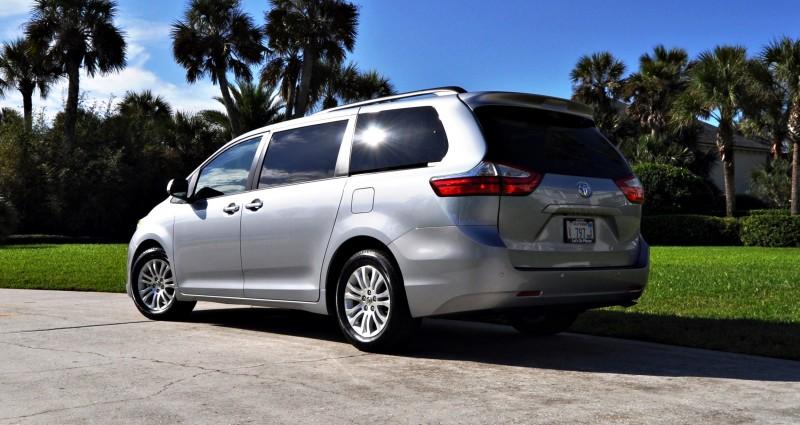 2015 Toyota Sienna XLE 30