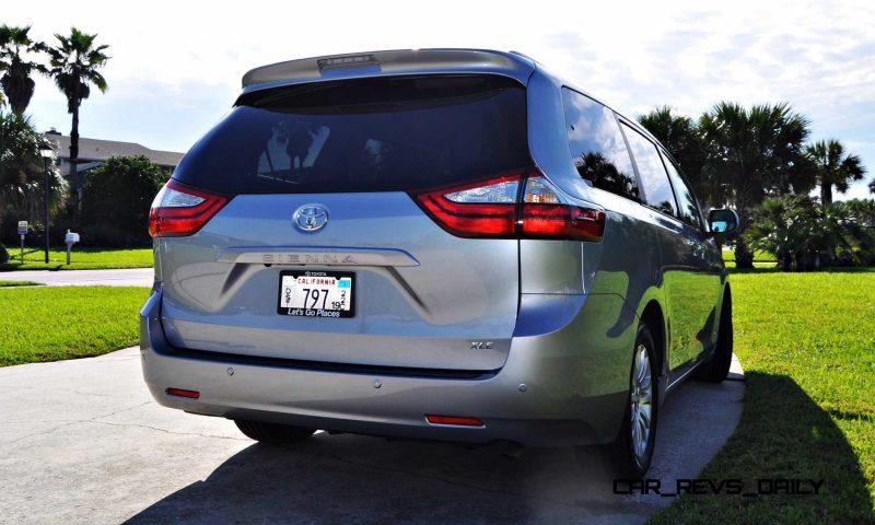 2015 Toyota Sienna XLE 32