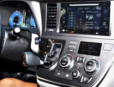 2015 Toyota Sienna XLE 33