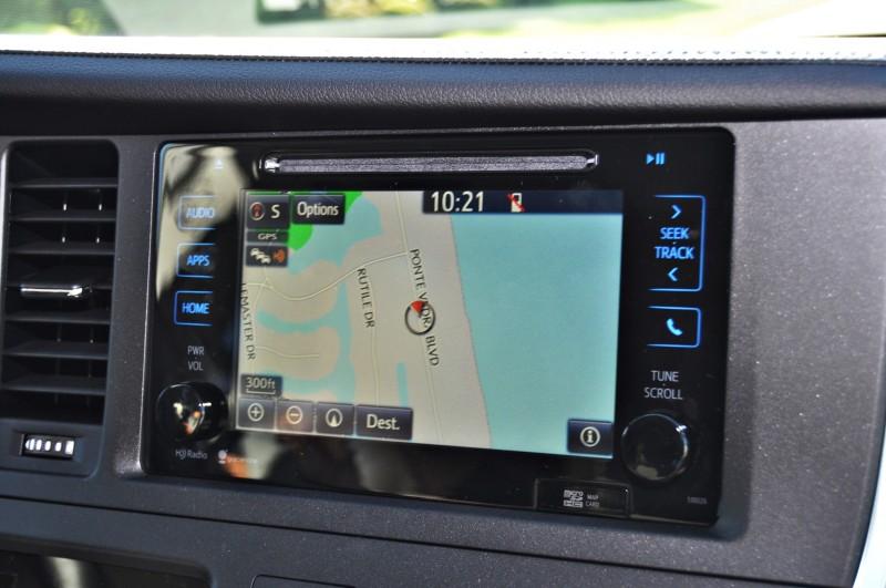 2015 Toyota Sienna XLE 37