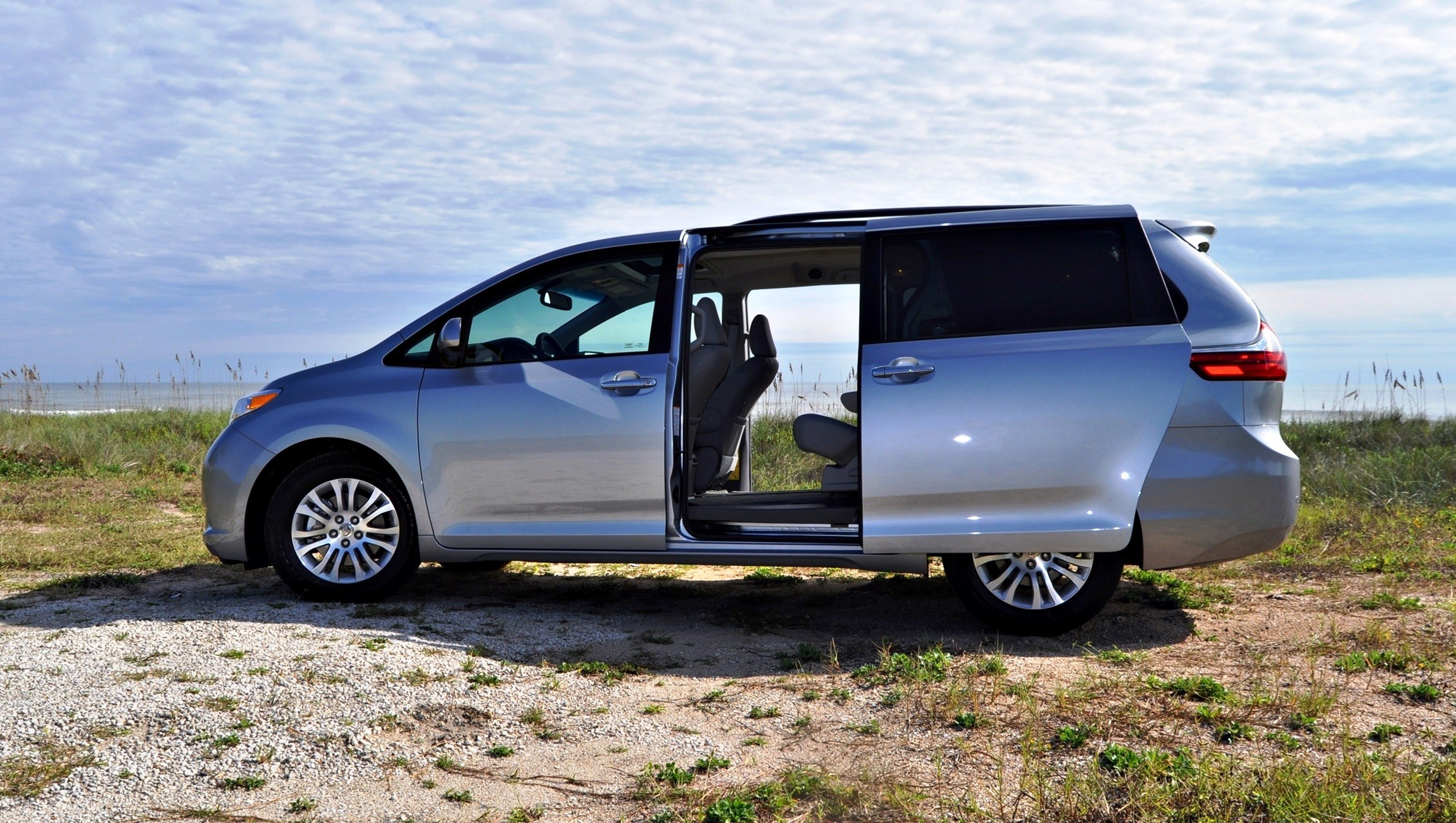 2015 toyota sienna xle 42. Black Bedroom Furniture Sets. Home Design Ideas