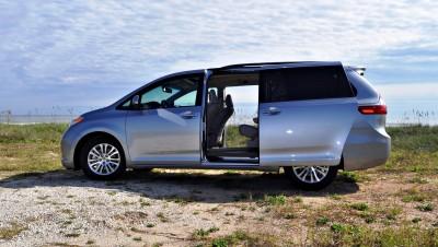2015 Toyota Sienna XLE 42