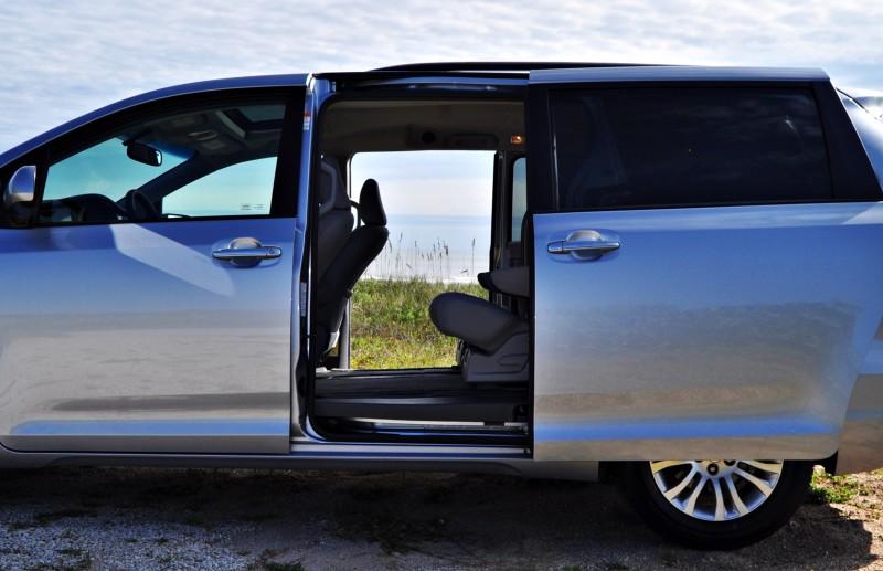 2015 Toyota Sienna XLE 44
