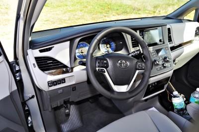 2015 Toyota Sienna XLE 50