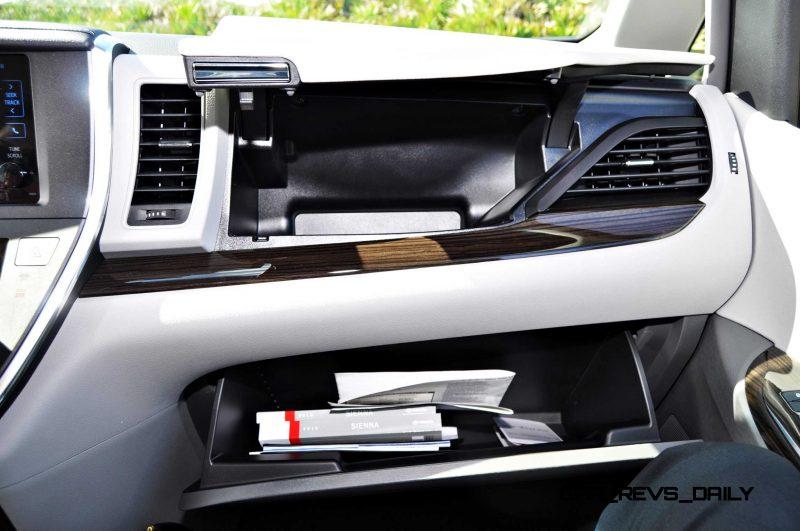 2015 Toyota Sienna XLE 67