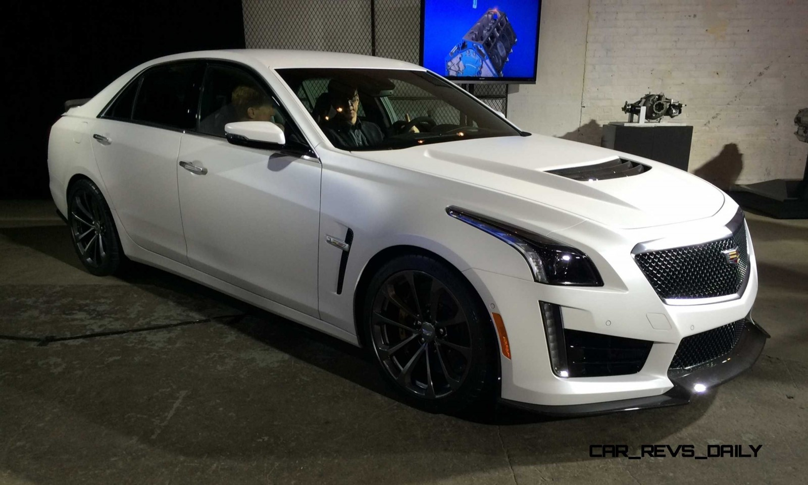 2016 cadillac cts v crystal white tricoat 1. Black Bedroom Furniture Sets. Home Design Ideas