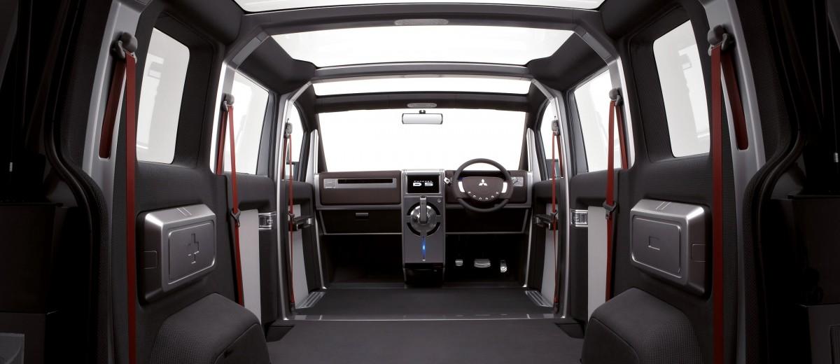 Concept Debrief - 2006 Mitsubishi D5 Was Future-Style Cool Van 1