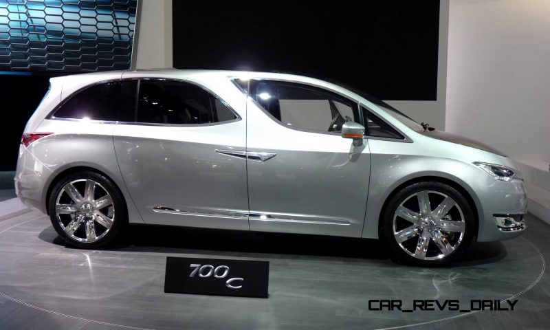 2012 Chrysler 700C Concept 11