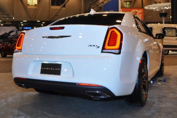 2015 Chrysler 300S 1
