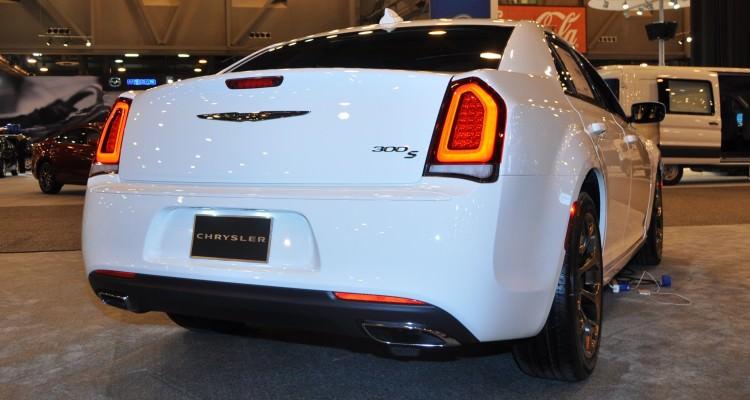 2015 Chrysler 300S 1