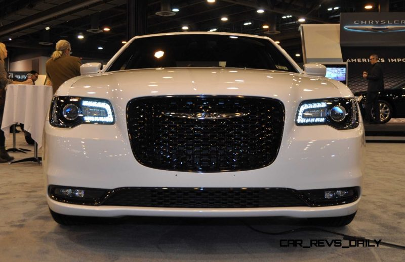 2015 Chrysler 300S 11