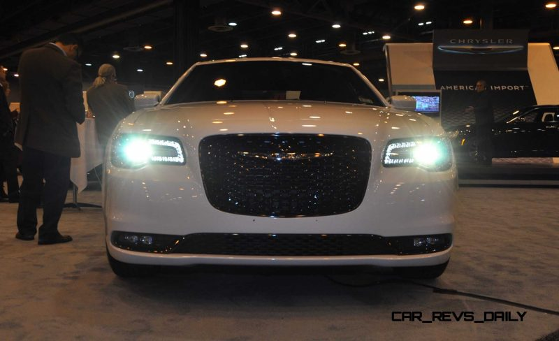 2015 Chrysler 300S 14