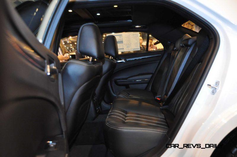 2015 Chrysler 300S 20